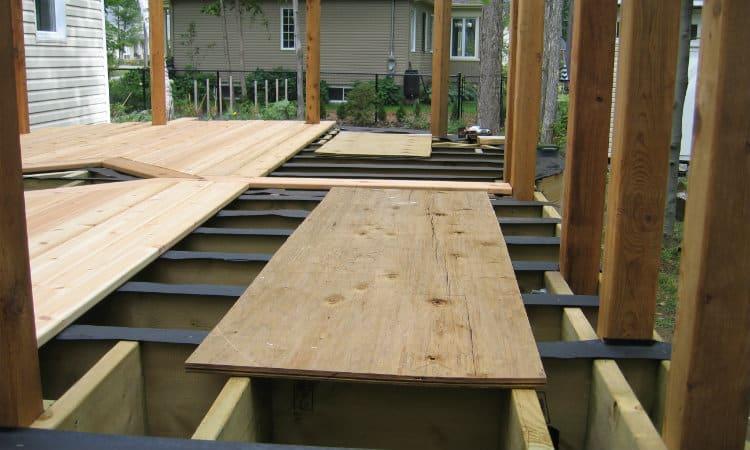 Installin decking boards