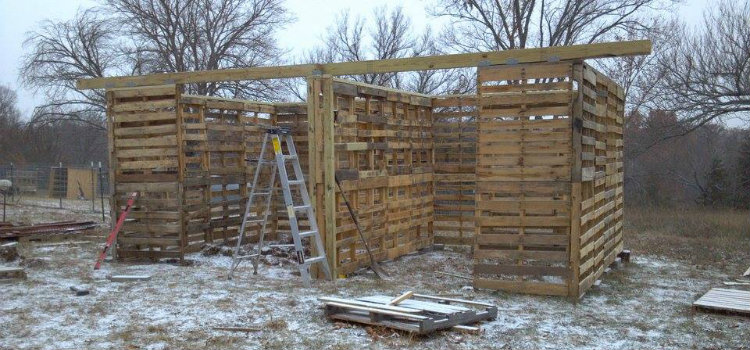 how to build a shed out of pallets