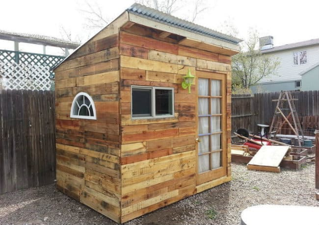 Pallets garden shed build