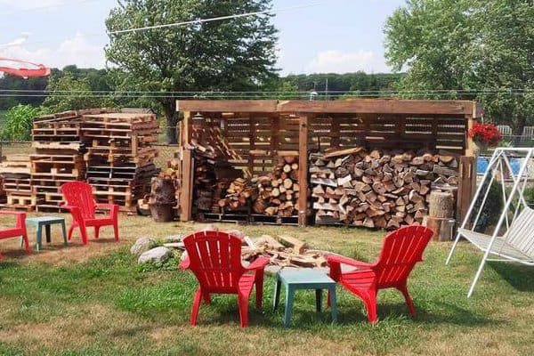 sturdy-wooden-pallet-firewood-shed