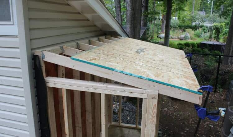 installing roof sheathing