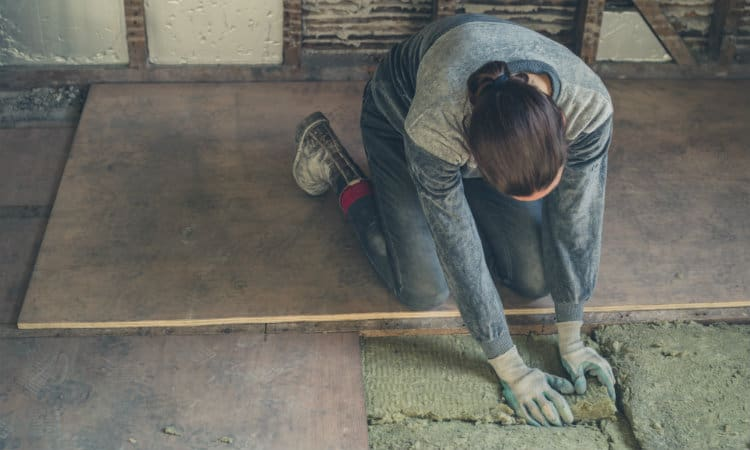 Insulating shed floor
