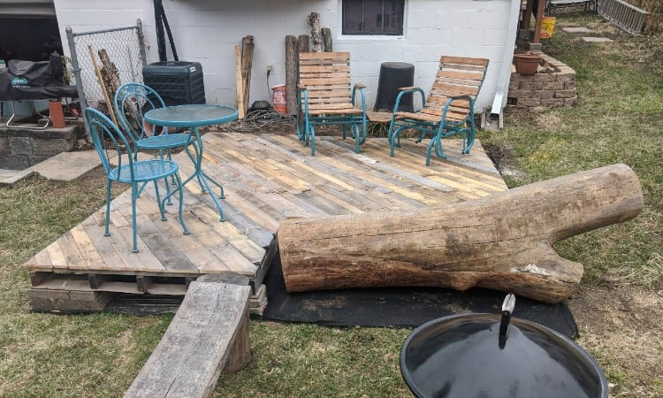 Building a deck with pallets