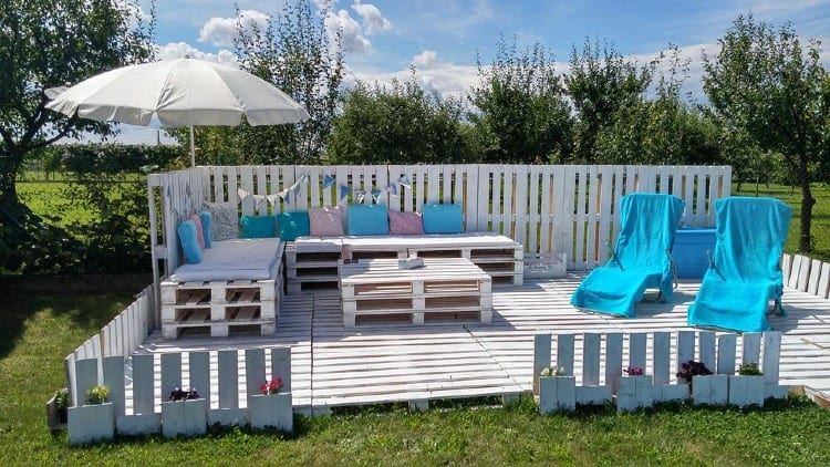 Deck out of pallets
