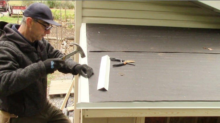 How to attach roofing felt