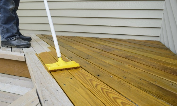 Best Temperature to Stain a Deck