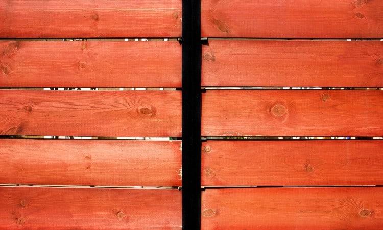 Cedar vs redwood fence