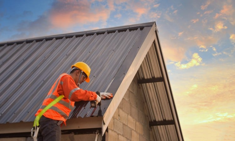 How to put on a metal roof