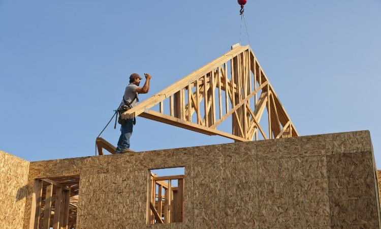 How Far Can a Roof Truss Span Without Support