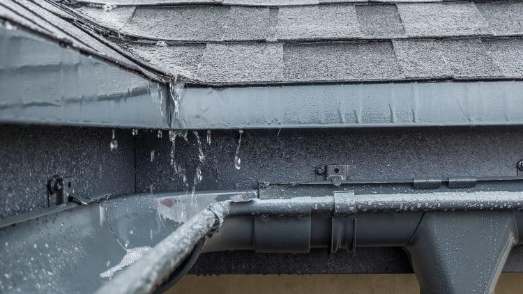 How do seamless gutters work