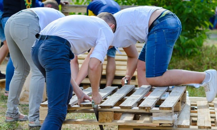 How to build an inexpensive deck